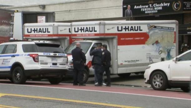 Γραφείο κηδειών διατηρούσε πτώματα σε φορτηγά χωρίς ψύξη