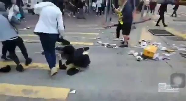 Αστυνομικός πυροβολεί διαδηλωτή σχεδόν εξ' επαφής, στις διαδηλώσεις στο Χονγκ Κονγκ