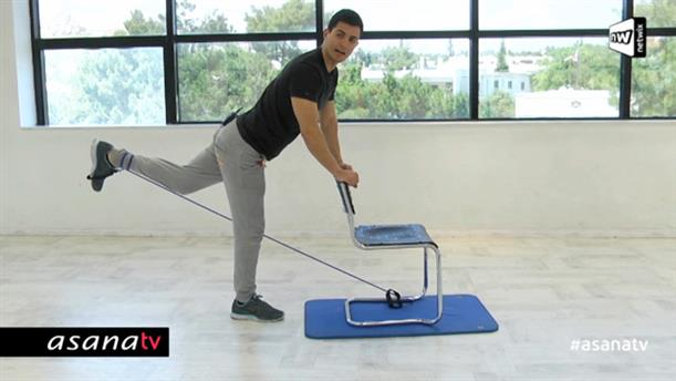 Workout με καρέκλα και λάστιχο για τον κάτω κορμό (επίπεδο αρχαρίων)
