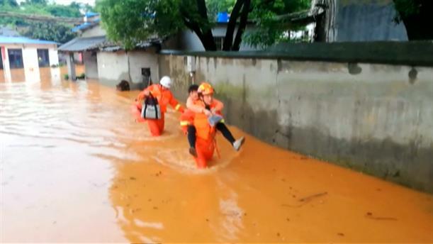Εκκενώνονται σπίτια λόγω πλημμύρας