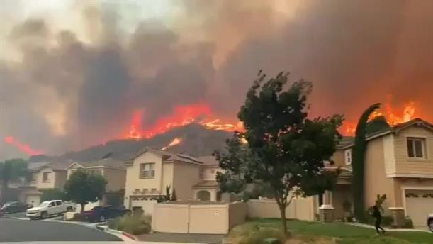 Τεράστιες φωτιές στην Καλιφόρνια