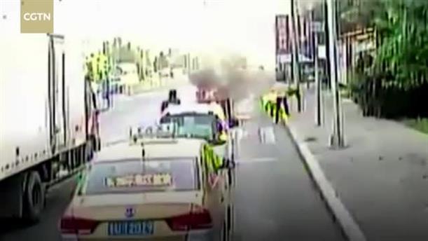 Οδηγός λεωφορείου έσωσε άνδρα που καιγόταν