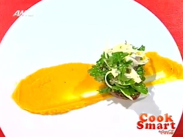 Ψητό φιλέτο με μπαχαρικά, πουρέ καρότου και σαλάτα κάπαρης