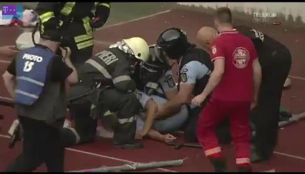 Αστυνομικός έπεσε αναίσθητος από αντικείμενο που πέταξε οπαδός