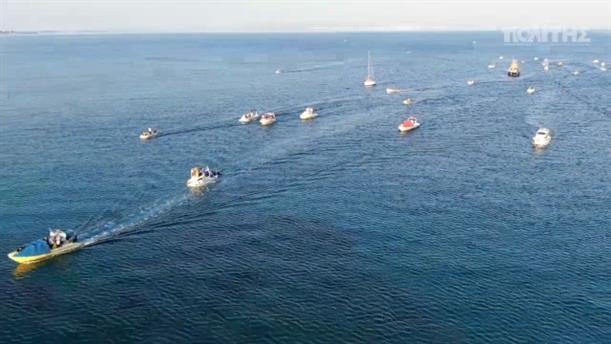 Χίος: Η εντυπωσιακή μεταφορά της εικόνας του Αγίου Αιμιλιανού με βάρκες