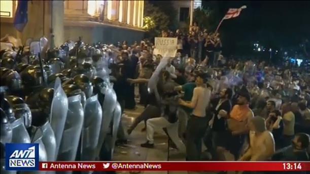 Νύχτα επεισοδίων στην Γεωργία μετά την εισβολή στην Βουλή