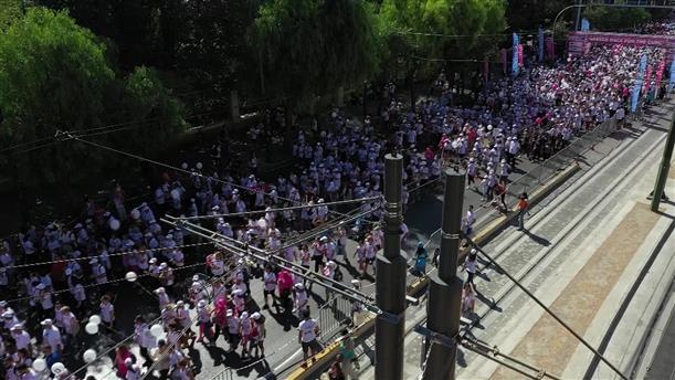 Race for the Cure: Πλήθος κόσμου στον αγώνα ενάντια στον καρκίνο του μαστού