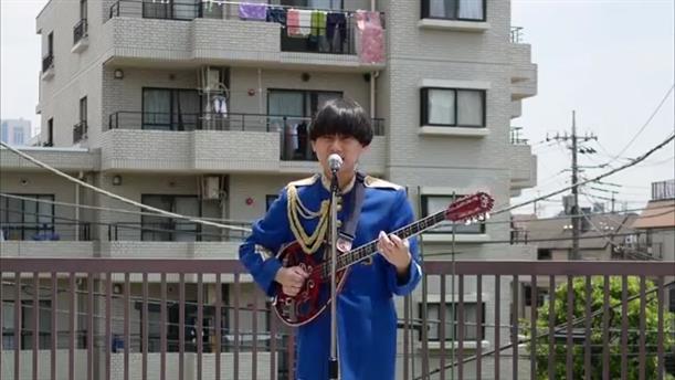 Ιάπωνας ερμήνευσε το παραδοσιακό τραγούδι «Τίνος είναι η κούπα»