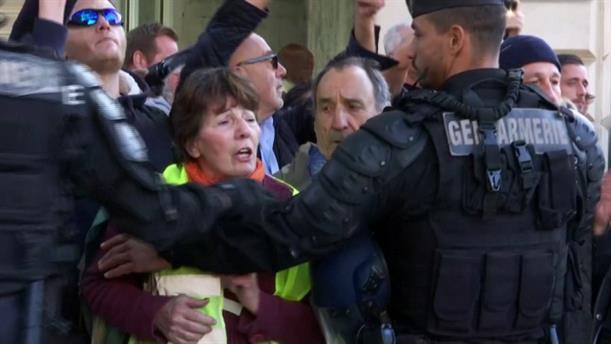 Διαδηλώσεις από τα κίτρινα γιλέκα στη Γαλλία