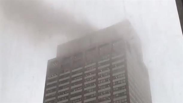 Ελικόπτερο έπεσε σε ουρανοξύστη στην Νέα Υόρκη