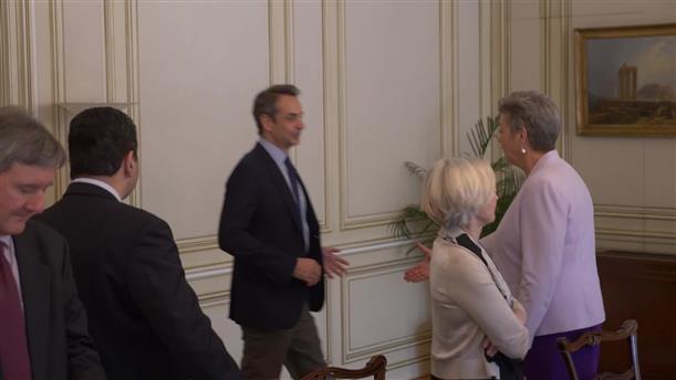 Συνάντηση Μητσοτάκη με την Επίτροπο Γιόχανσον