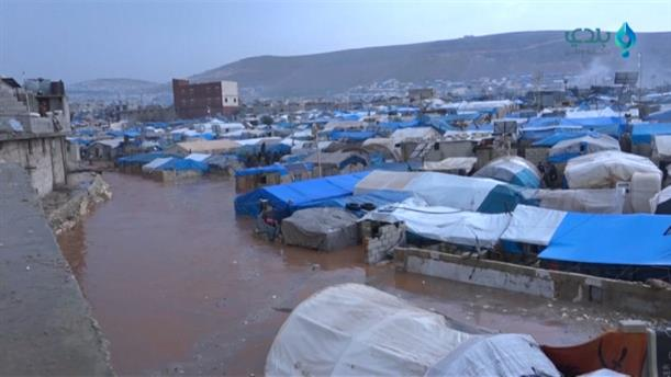 """""""Βούλιαξε"""" από πλημμύρες ο προσφυγικός καταυλίσμός στη βόρεια Συρία"""