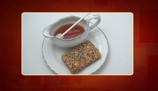 Φέτα σαγανάκι με μέλι και σουσάμι του Μάριου - Ορεκτικό - Επεισόδιο 49