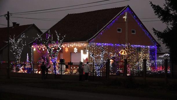 Ουγγαρία: Υπέροχος χριστουγεννιάτικος στολισμός σε σπίτι