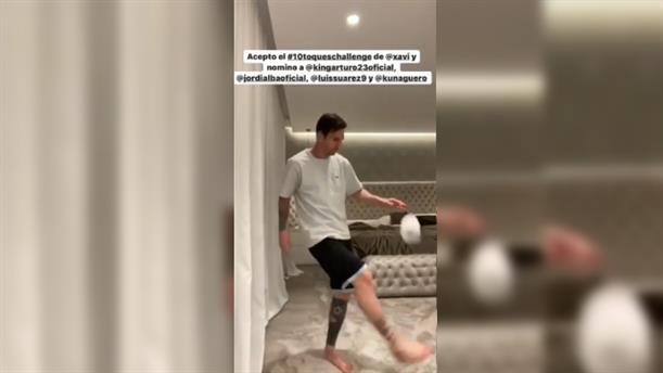 Ο Μέσι κάνει απίστευτα κόλπα με χαρτί τουαλέτας