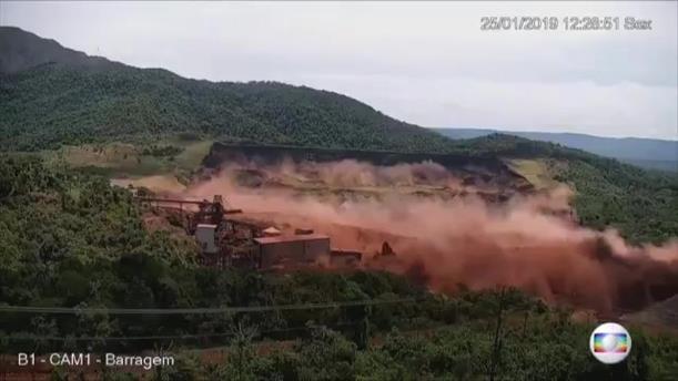 Συγκλονιστικές εικόνες από την στιγμή της κατάρρευσης του φράγματος στην Βραζιλία