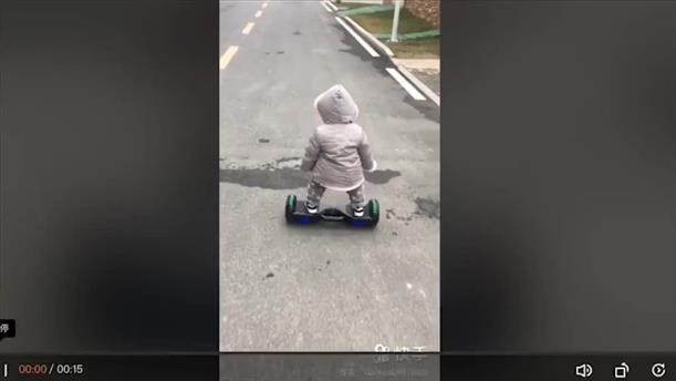 Απίστευτο: Μωρό 14ων μηνών κάνει… hoverboard σαν επαγγελματίας