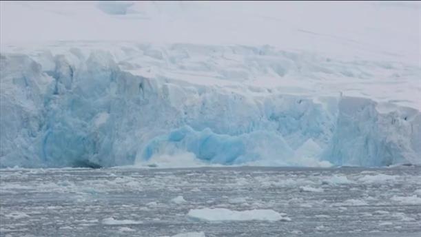 Καταρρέουν οι πάγοι στην Ανταρκτική