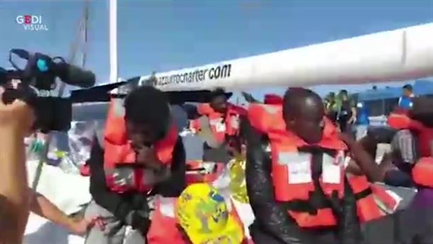 Το ιστιοφόρο Alex με 41 πρόσφυγες, έδεσε στο λιμάνι της Λαμπεντούζα