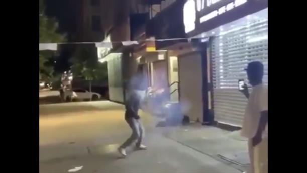 Πέταξαν βαρελότο σε άστεγο στην Νέα Υόρκη