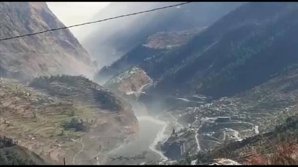 Κατάρρευση παγετώνα στα Ιμαλάια