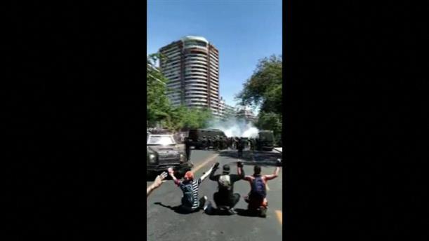 Χιλή: αστυνομικοί πυροβολούν διαδηλωτές
