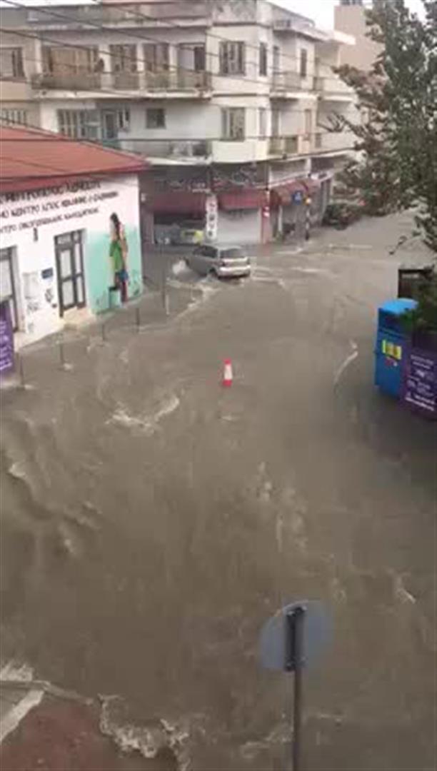 Παρέσυρε τα πάντα στο περάσμά της η βροχή στη Λεμεσό