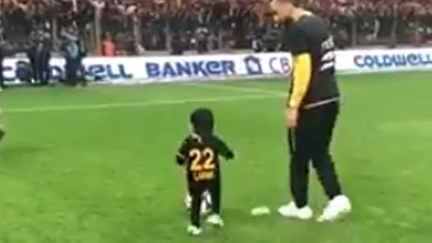 Ο γιος του Μήτρογλου βάζει γκολ και γνωρίζει την αποθέωση
