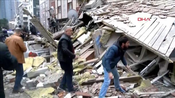 Κατάρρευση πολυκατοικίας στην Κωνσταντινούπολη