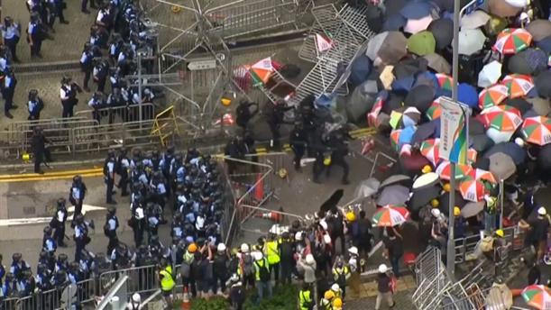 Ογκώδεις και βίαιες διαδηλώσεις στο Χονγκ Κονγκ