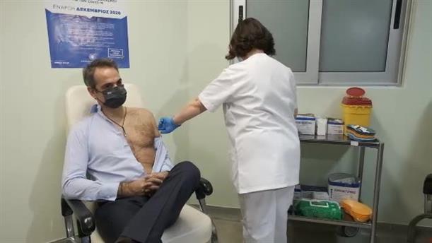Ο Κυριάκος Μητσοτάκης έκανε τη δεύτερη δόση του εμβολίου