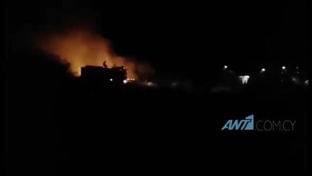 Φωτιά προκλήθηκε από βεγγαλικά στο οδόφραγμα Δερύνειας στην Κύπρο