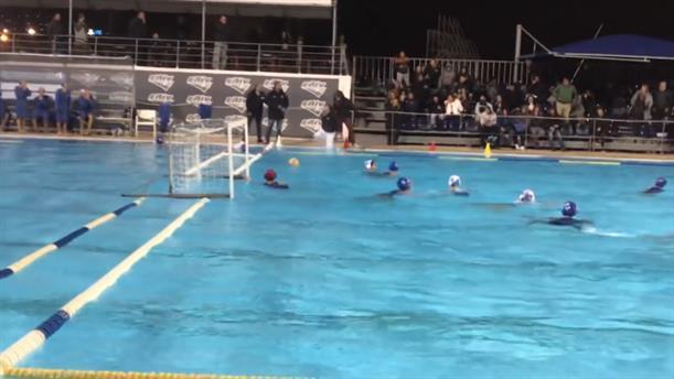 Φίλαθλος πέταξε τον διαιτητή στην πισίνα στον αγώνα Εθνικού - Γλυφάδας