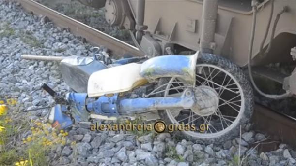 Τρένο παρέσυρε μηχανάκι στην Αλεξάνδρεια Ημαθίας