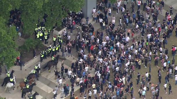 Λονδίνο: Συγκρούσεις ακροδεξιών με την αστυνομία