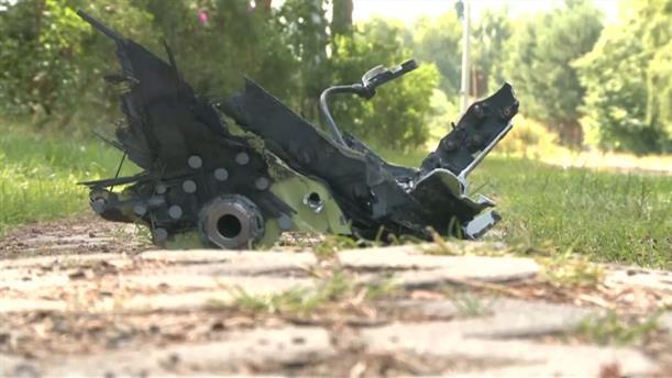 Συντρίμμια των αεροσκαφών που συγκρούστηκαν στον αέρα βρίσκουν οι κάτοικοι της περιοχής