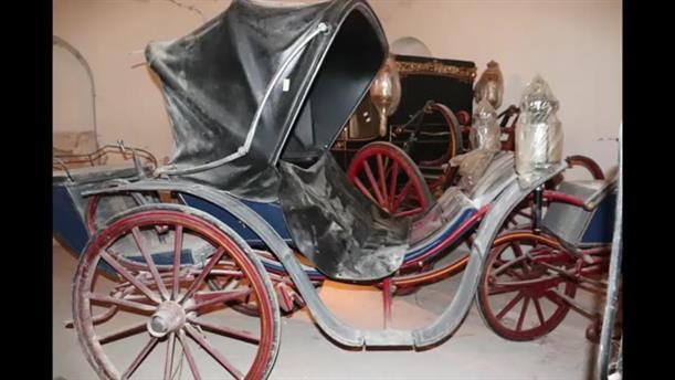Η συντήρηση και μεταφορά των βασιλικών αμαξών στο Τατόι