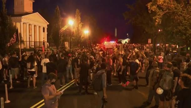 Διαδηλώσεις έξω από τον Λευκό Οίκο πριν από ομιλία του Τραμπ