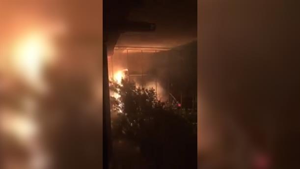 Βίντεο ντοκουμέντο από τον εμπρησμό του αυτοκινήτου της Μίνας Καραμήτρου