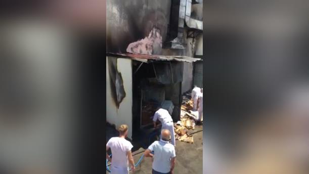 Φωτιά σε μονάδα επεξεργασίας κρεάτος στα Σπάτα