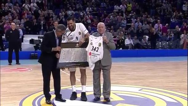 Ο Ρέγιες βραβέυτηκε ως ρέκορντμαν συμμετοχών στη EuroLeague