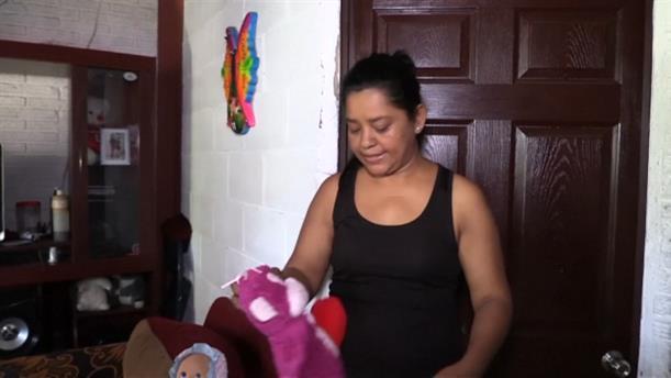 «Θέλαμε μια καλύτερη ζωή» λέει η μητέρα του νεαρού που πνίγηκε με την κόρη του