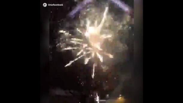 Πυροτεχνήματα έξω από το ξενοδοχείο της Ρεάλ από οπαδούς της Άγιαξ