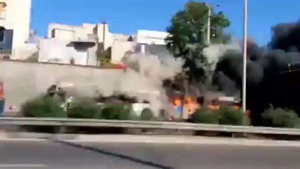 Λεωφορείο του ΟΑΣΑ τυλίχτηκε στις φλόγες