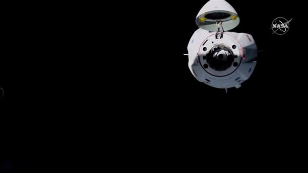 To SpaceX πλησιάζει τον Διαστημικό Σταθμό