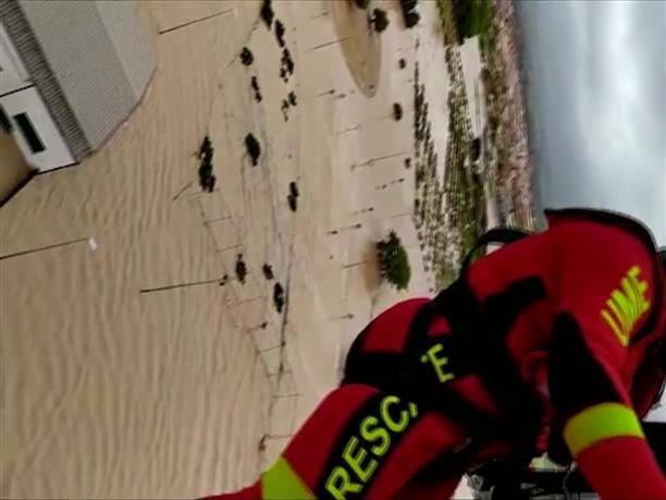 Απο αέρος διάσωση πολιτών, εγκλωβισμένων απο τις πλημμύρες, στην Ισπανία
