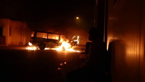 Μάλτα: Μετανάστες πυρπόλησαν αυτοκίνητα και τραυμάτισαν αστυνομικό σε κέντρο κράτησης