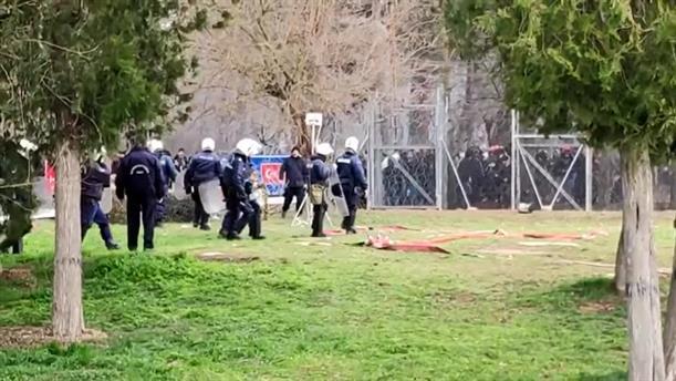 Χιλιάδες μετανάστες στα ελληνοτουρκικά σύνορα