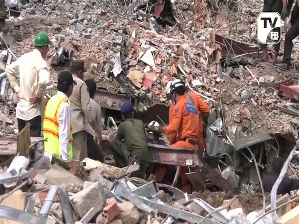 Τραγωδία από κατάρρευση κτιρίου στην Καμπότζη