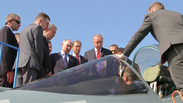 Ο Πούτιν δείχνει στον Ερντογάν τα νέα αεροσκάφη SU-57